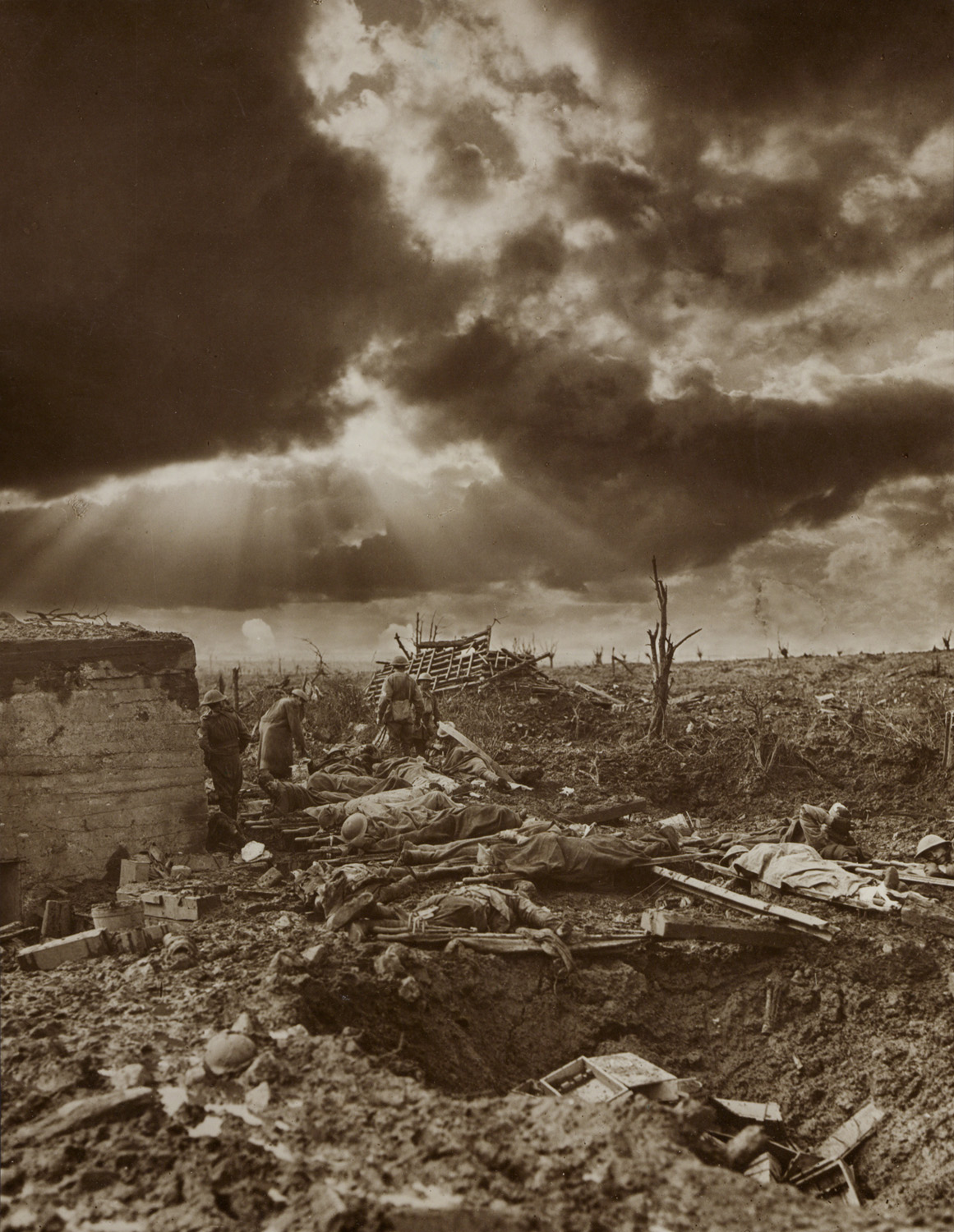 Frank-Hurley-2008-Photographing-the-First-World-War-Hurley-Document-Name-01-copy sm